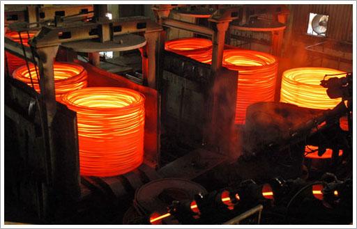 炼钢工人图片_济南炼钢工人工作车间三百多度室外三十多度